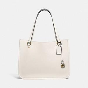ホワイトのレザートートバッグ