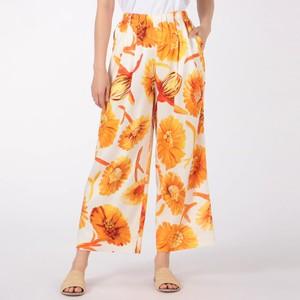 オレンジの花柄パンツ