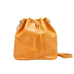 レザーの巾着バッグ