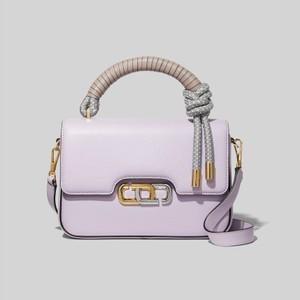 パープルのバッグ