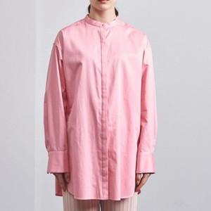ピンクのバンドカラーシャツ