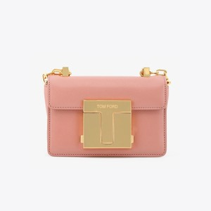 ピンクのチェーンバッグ