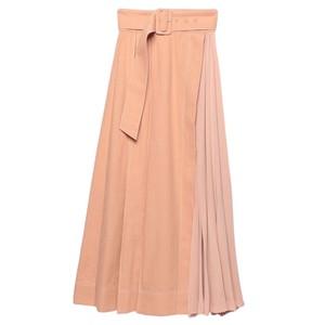 ピンクのボリュームスカート