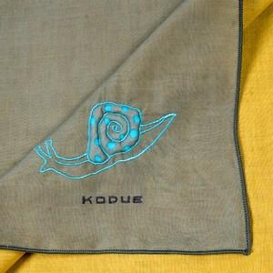 カタツムリの刺繍ハンカチ