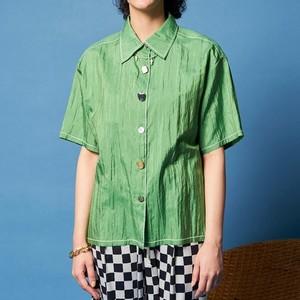 グリーンのシャツ