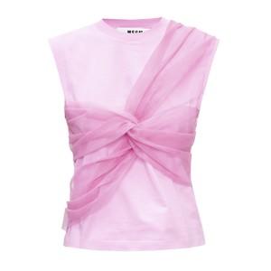 ピンクのトップス