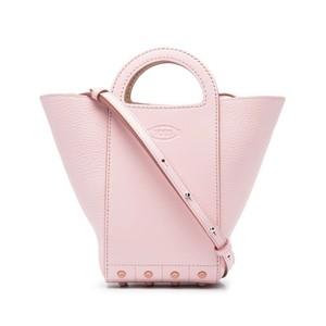 ピンクのレザーバッグ