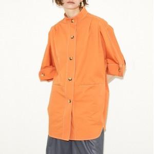 オレンジのシャツ
