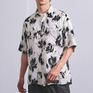 花柄の半袖シャツ