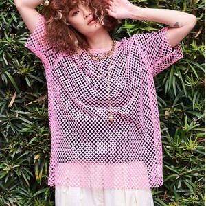 ピンクのメッシュTシャツ