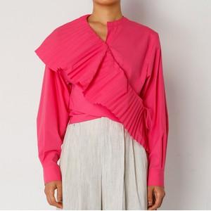 ピンクのプリーツシャツ