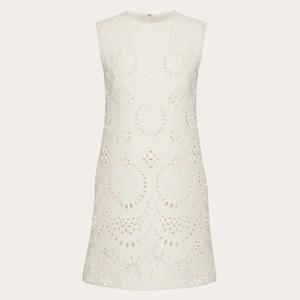 白い刺繍ドレス