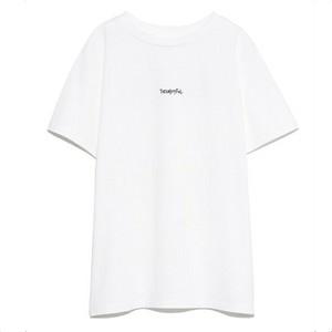 白いロゴTシャツ