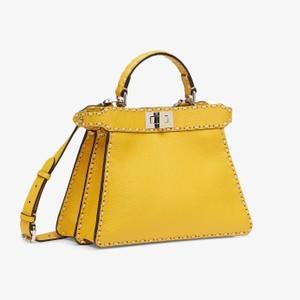 イエローのバッグ