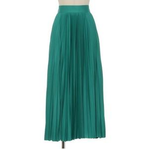 グリーンのプリーツスカート