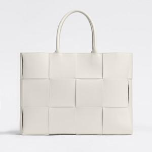 白いレザーバッグ