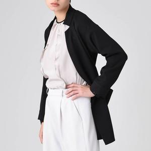 ブラックのベルテッドジャケット