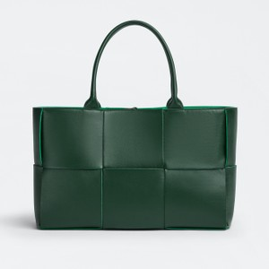 グリーンのレザーバッグ