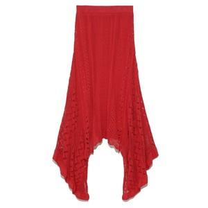 赤いニットスカート