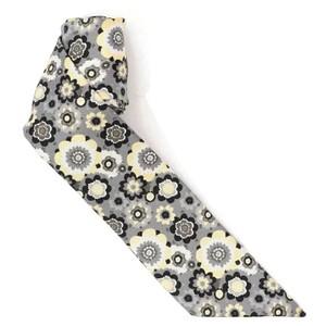 フラワープリント柄のスカーフ