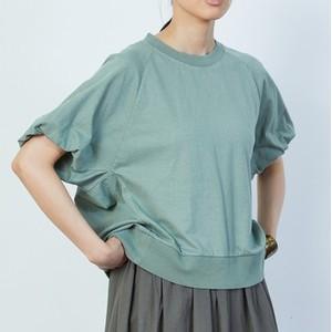 グリーンのTシャツ