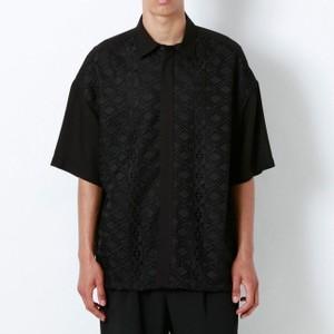 黒いレースシャツ