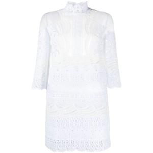 白いレースドレス