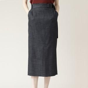 ネイビーのタイトスカート