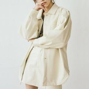 白いレザージャケット
