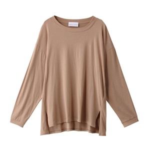ブラウンの長袖Tシャツ