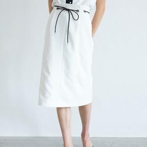 白いタイトスカート