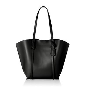 黒いトートバッグ