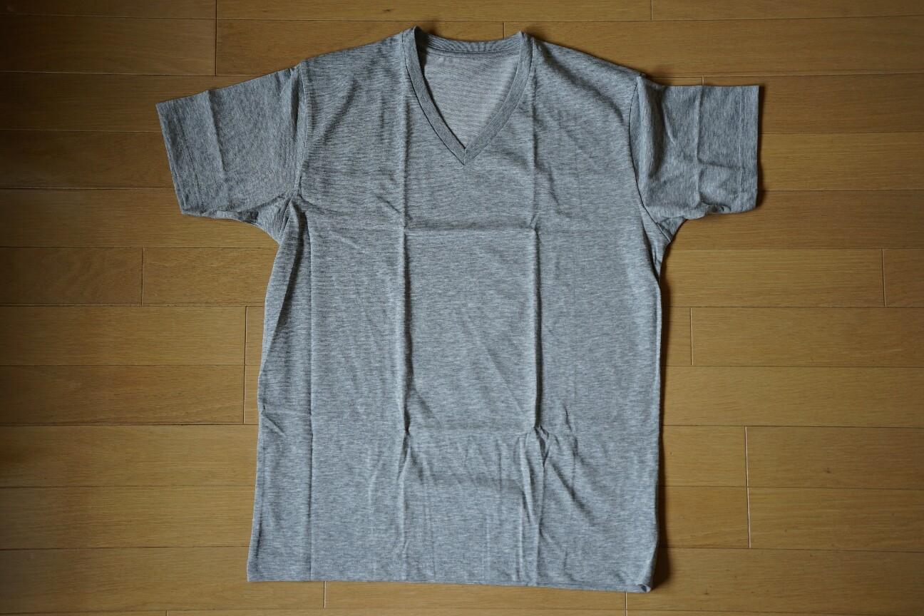 ユニクロの無地Tシャツ(ドライカラーVネックTシャツ)グレー