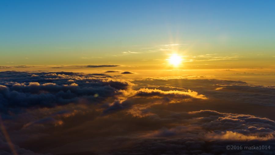 富士山登山夜明け