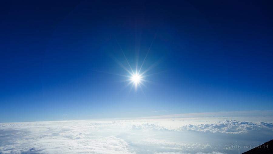富士山登山 雲海と青空