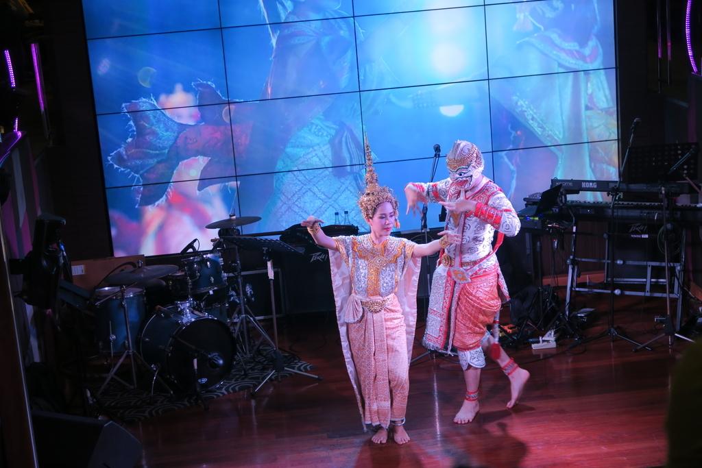 ステージで演じられるタイ舞踏