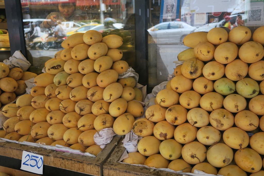 大量に積まれたマンゴー