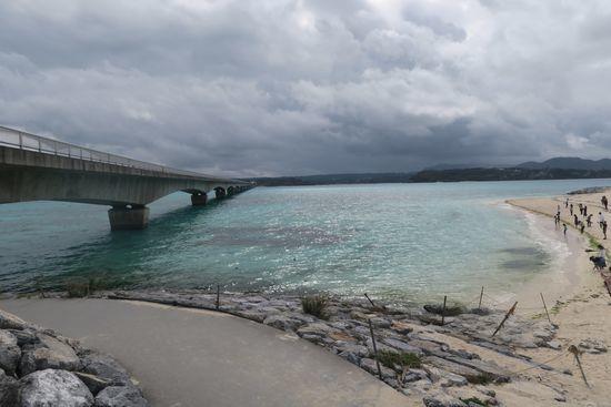 古宇利大橋と海と白い砂浜
