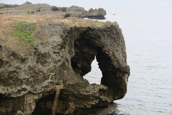 万座毛から見える象の形をした岩