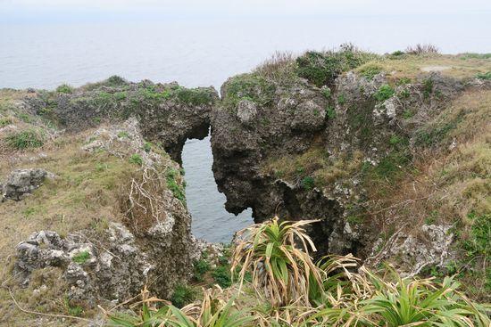 万座毛から見える岩