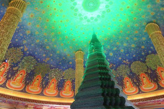 ワットパクナムの仏塔の点描が