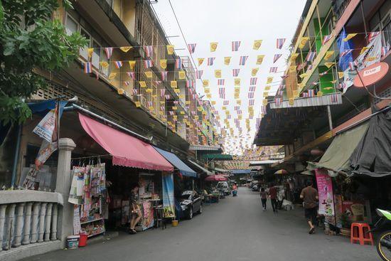 ワットパクナムのそばにあるマーケット