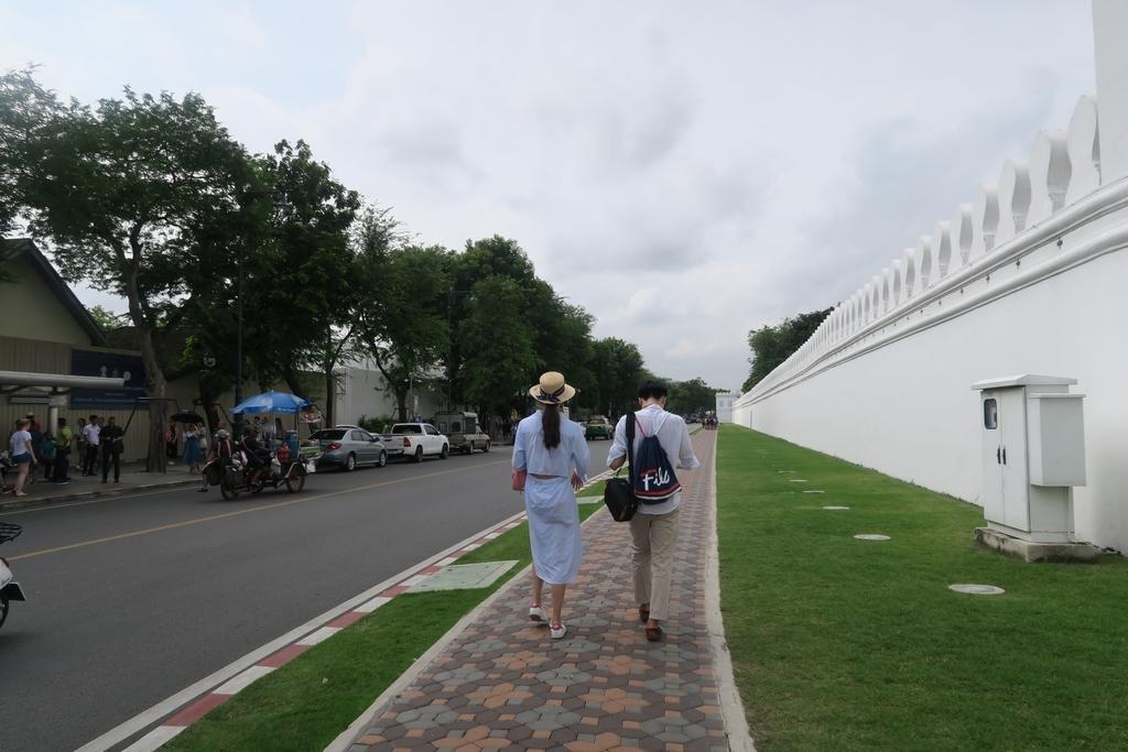 王宮の白い壁