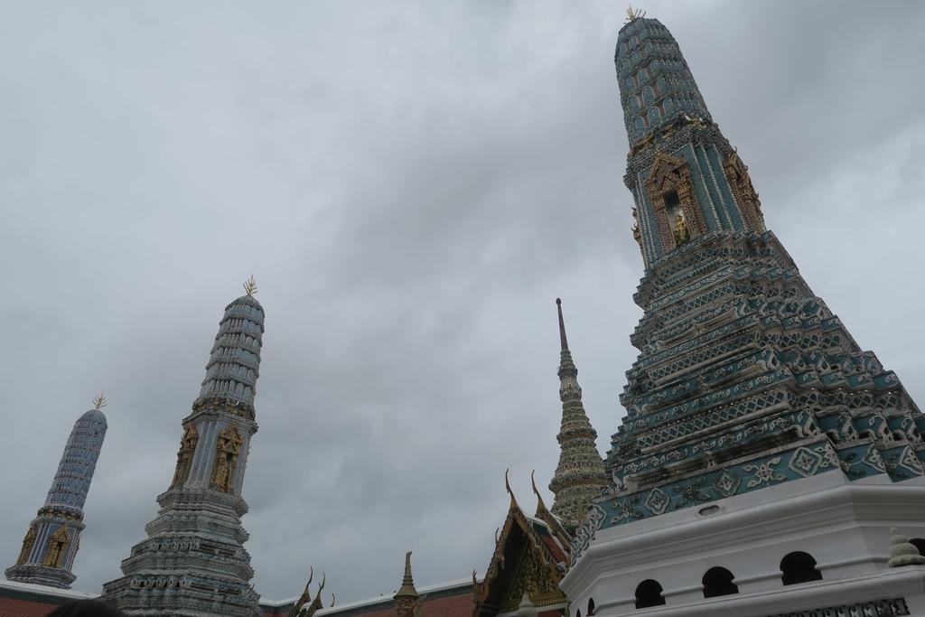 8つの仏塔