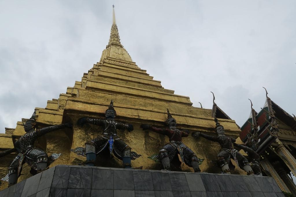 2基の仏塔