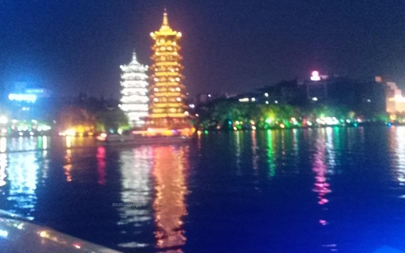 両江四湖 ナイトクルーズ 月塔 日塔