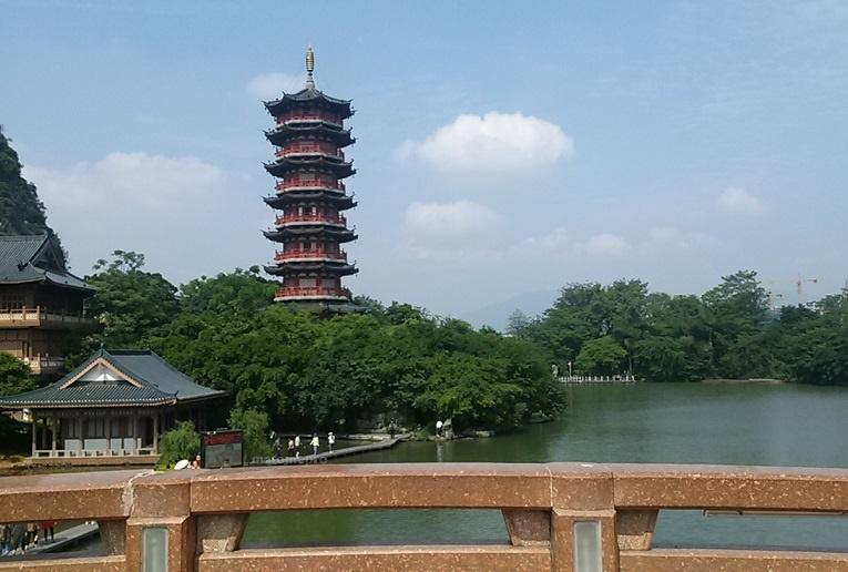 木龍湖公園 塔