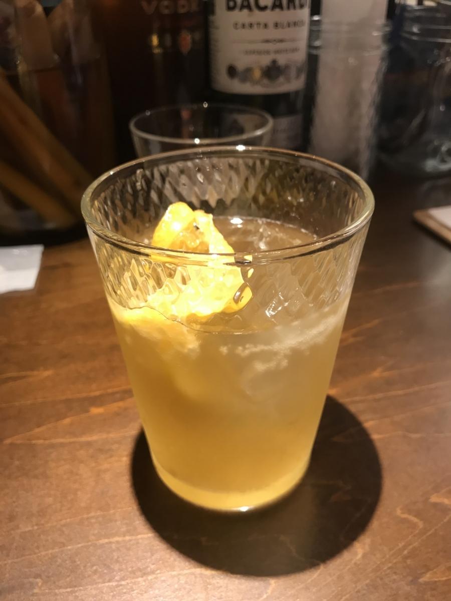 自家製レモンスカッシュのカクテル