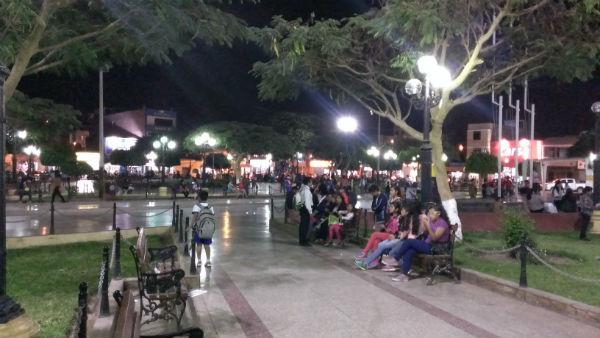 ナスカの夜の広場