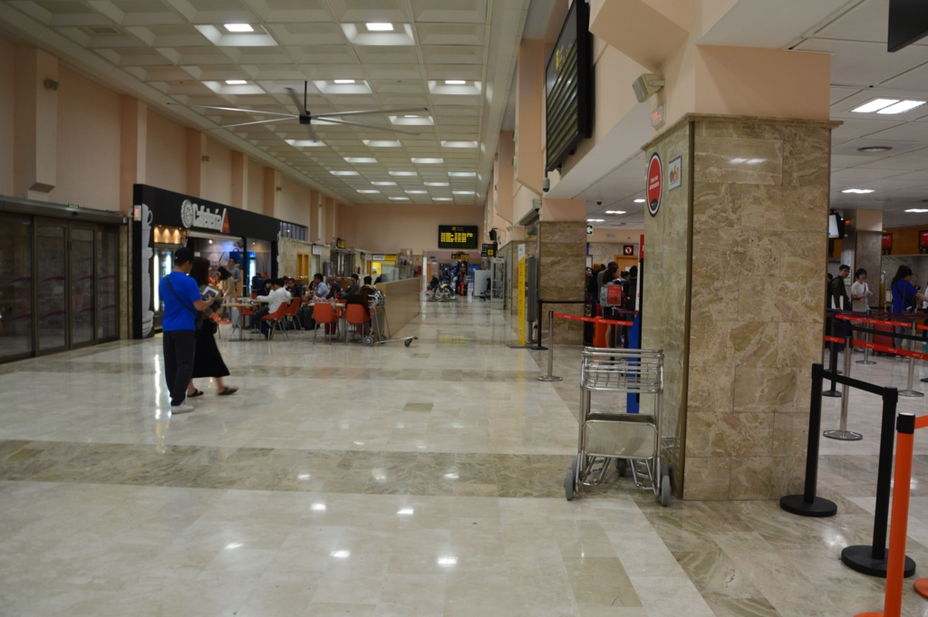 グラナダ空港内の様子・セキュリティチェック前